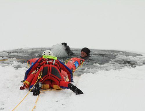 Familie und Ehepaar brechen ins Eis ein – Wasserwacht warnt vor Betreten der Eisflächen