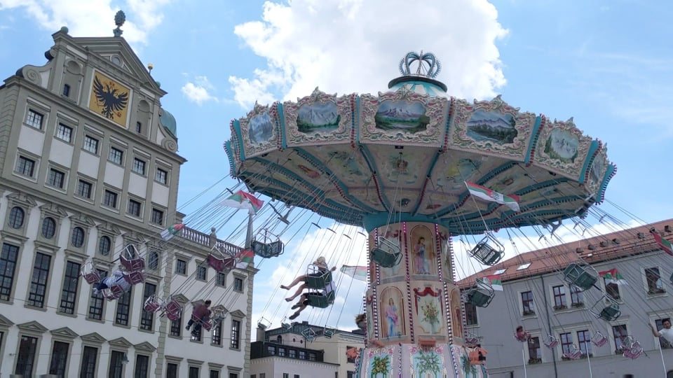 Augsburg Stadtsommer, Kettenkarussell am Rathausplatz